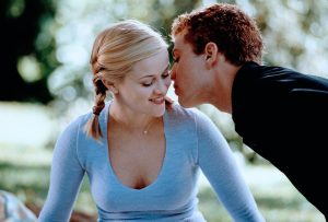 An image from Cruel Intentions showing Philippe whispering in Witherspoon's ear