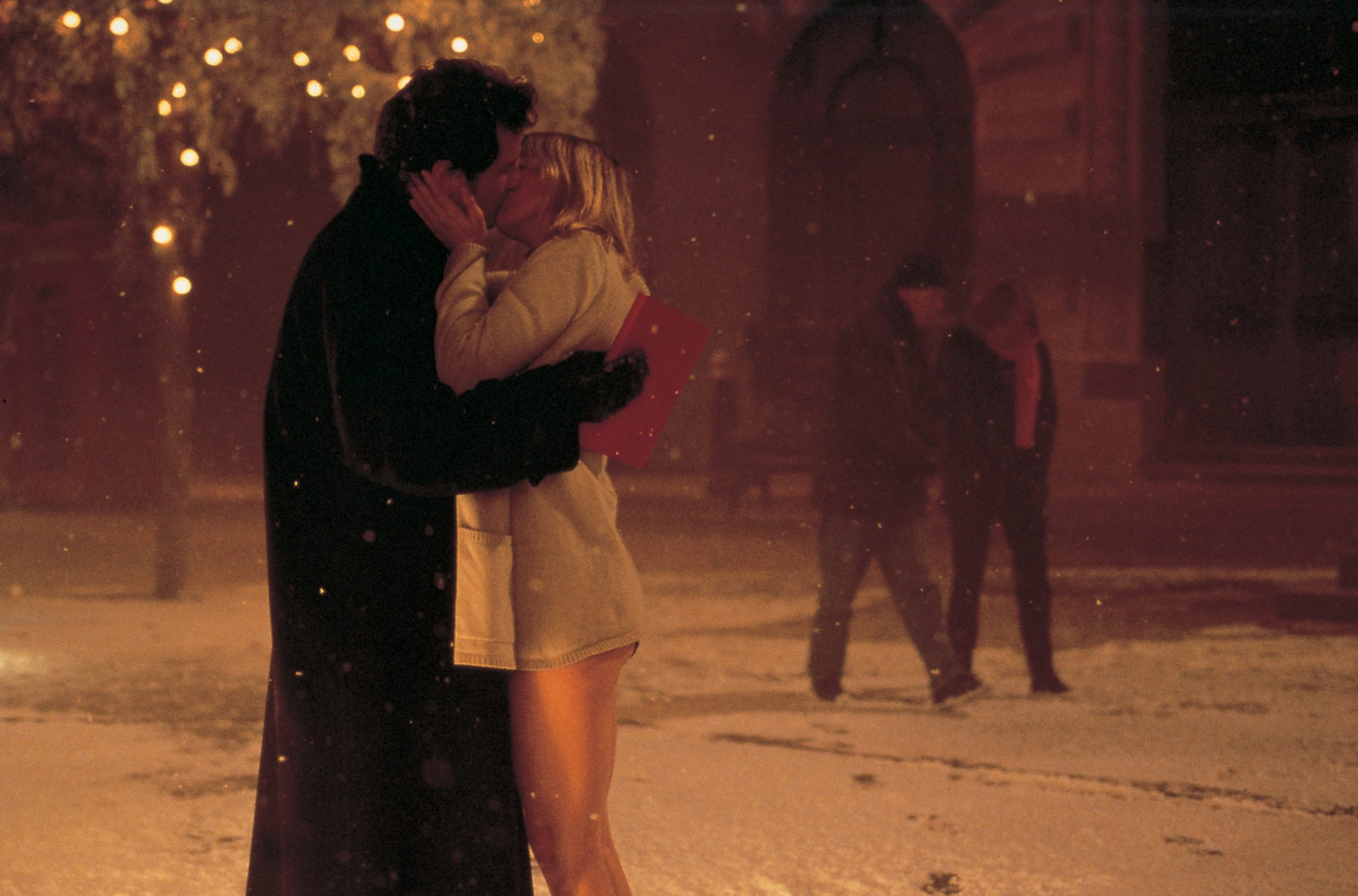 An image from Bridget Jones's Diary of Bridget and Mark kissing in the snow